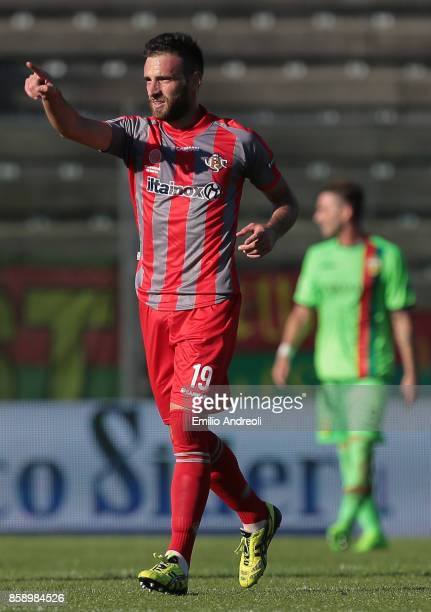 Stefano Scappini of US Cremonese celebrates his goal during the Serie B match between US Cremonese and Ternana Calcio at Stadio Giovanni Zini on...
