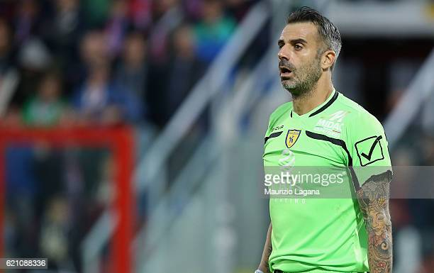 Stefano Sorrentino of Chievo during the Serie A match between FC Crotone and AC ChievoVerona at Stadio Comunale Ezio Scida on October 30 2016 in...