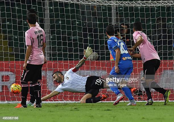 Stefano Sorrentino of Palermo in actipon during the Serie A match between US Citta di Palermo and Empoli FC at Stadio Renzo Barbera on November 2...