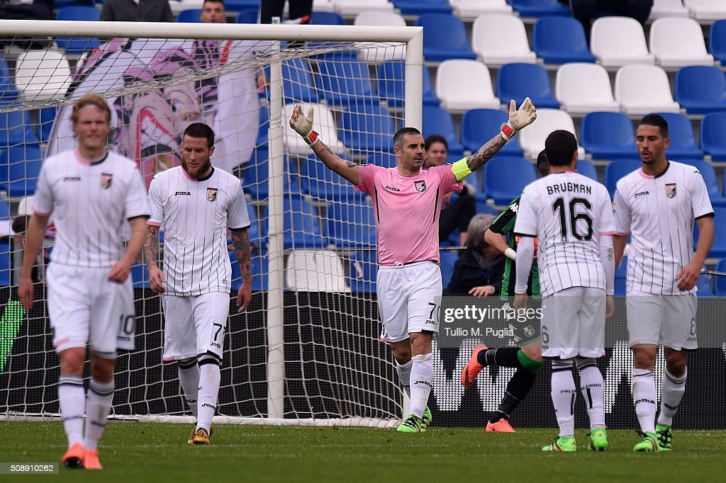 Stefano Sorrentino of Palermo reacts after Sassuolo's equalizing goal during the Serie A match between US Sassuolo Calcio and US Citta di Palermo at Mapei Stadium - Città del Tricolore on February 7, 2016 in Reggio nell'Emilia, Italy.