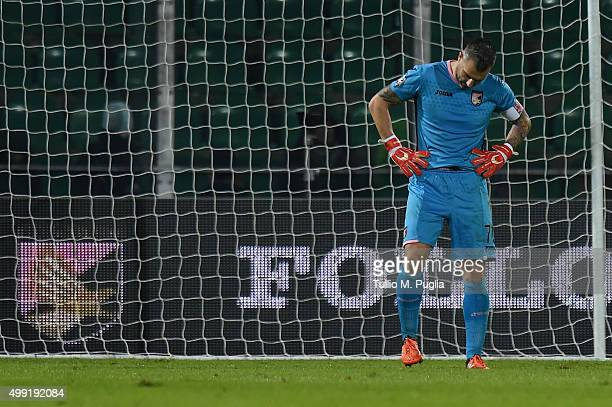 Stefano Sorrentino shows his dejection after Juventus's second goal during the Serie A match between US Citta di Palermo and Juventus FC at Stadio...