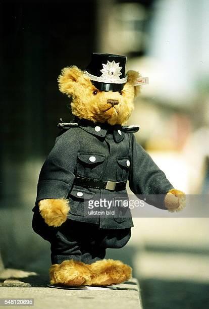 Steiff Teddybär in Polizeiuniform