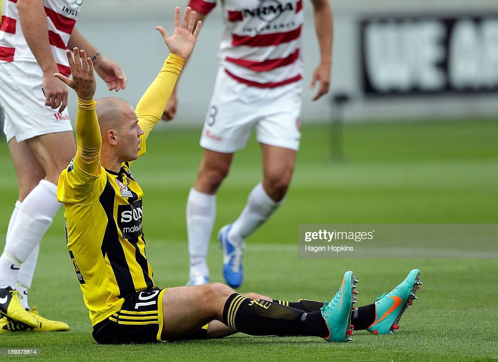 Stein Huysegems of the Phoenix appeals to the referee after being brought down in a tackle during the round 16 A-League match between the Wellington Phoenix and the Western Sydney Wanderers at Westpac Stadium on January 13, 2013 in Wellington, New Zealand.