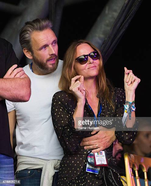 Stella McCartney and Alasdhair Willis watch from side of stage at the Glastonbury Festival at Worthy Farm Pilton on June 27 2015 in Glastonbury...