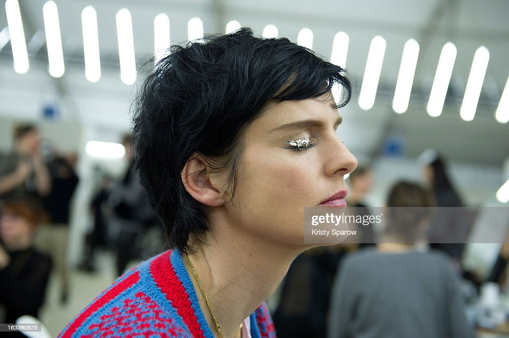 <a gi-track='captionPersonalityLinkClicked' href=/galleries/search?phrase=Stella+Tennant&family=editorial&specificpeople=758696 ng-click='$event.stopPropagation()'>Stella Tennant</a> prepares backstage before the Chanel Fall/Winter 2013/14 Ready-to-Wear show as part of Paris Fashion Week at Grand Palais on March 5, 2013 in Paris, France.