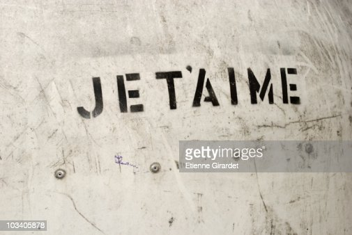 JE T'AIME stenciled on a wall