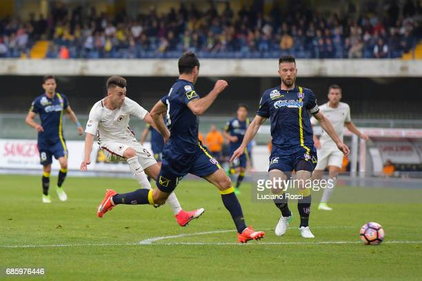 Stephan El Shaarawy of AS Roma scores a goal during the Serie A match between AC ChievoVerona and AS Roma at Stadio Marc'Antonio Bentegodi on May 20...