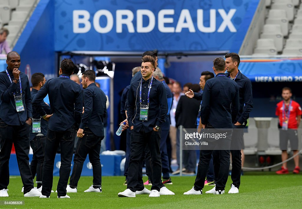Stephan El Shaarawy (C) smiles during the Italy pitch walkabout at Stade de Bordeaux on July 1, 2016 in Bordeaux, France.