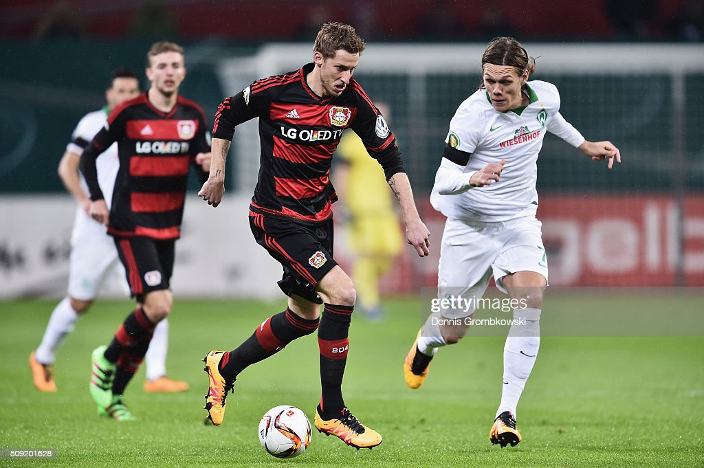 Stephan Kiessling of Bayer Leverkusen is chased by <a gi-track='captionPersonalityLinkClicked' href=/galleries/search?phrase=Jannik+Vestergaard&family=editorial&specificpeople=7174952 ng-click='$event.stopPropagation()'>Jannik Vestergaard</a> of Werder Bremen during the DFB Cup Quarter Final match between Bayer Leverkusen and Werder Bremen at BayArena on February 9, 2016 in Leverkusen, Germany.