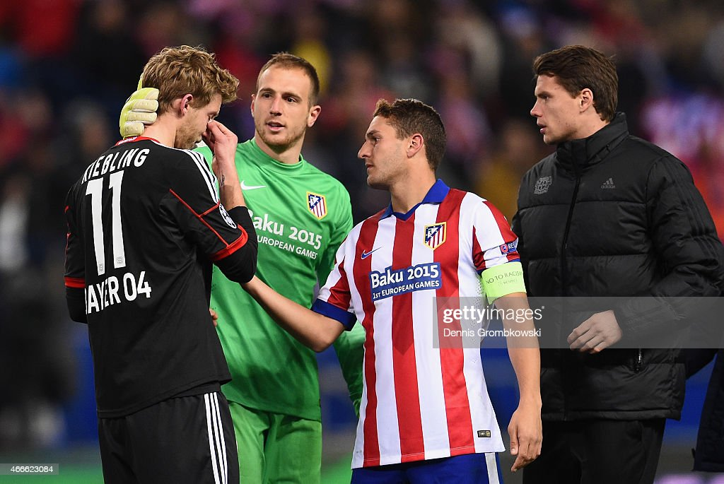 Stephan Kiessling of Bayer Leverkusen is consoled by goalkeeper Jan Oblak and Koke of Atletico Madrid after missing the last penalty in the shoot out during the UEFA Champions League round of 16 match between Club Atletico de Madrid and Bayer 04 Leverkusen at Vicente Calderon Stadium on March 17, 2015 in Madrid, Spain.