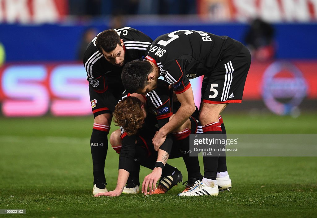 Stephan Kiessling of Bayer Leverkusen (C) is consoled by team mates after missing the last penalty in the shoot out during the UEFA Champions League round of 16 match between Club Atletico de Madrid and Bayer 04 Leverkusen at Vicente Calderon Stadium on March 17, 2015 in Madrid, Spain.