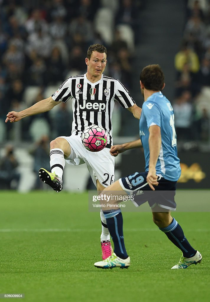 Stephan Lichtsteiner (L) of Juventus FC controls the ball against Senad Lulic of SS Lazio during the Serie A match between Juventus FC and SS Lazio at Juventus Arena on April 20, 2016 in Turin, Italy.