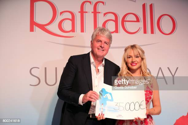 Stephan Niessner Ferrero Germany gives a cheque of 35000 Euro to Shirin David embassador of the foundation 'Herzenswuensche' during the Raffaello...