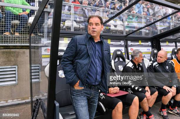 Stephane Moulin coach of Angers during the Ligue 1 match between Amiens SC and Angers SCO at Stade de la Licorne on August 12 2017 in Amiens
