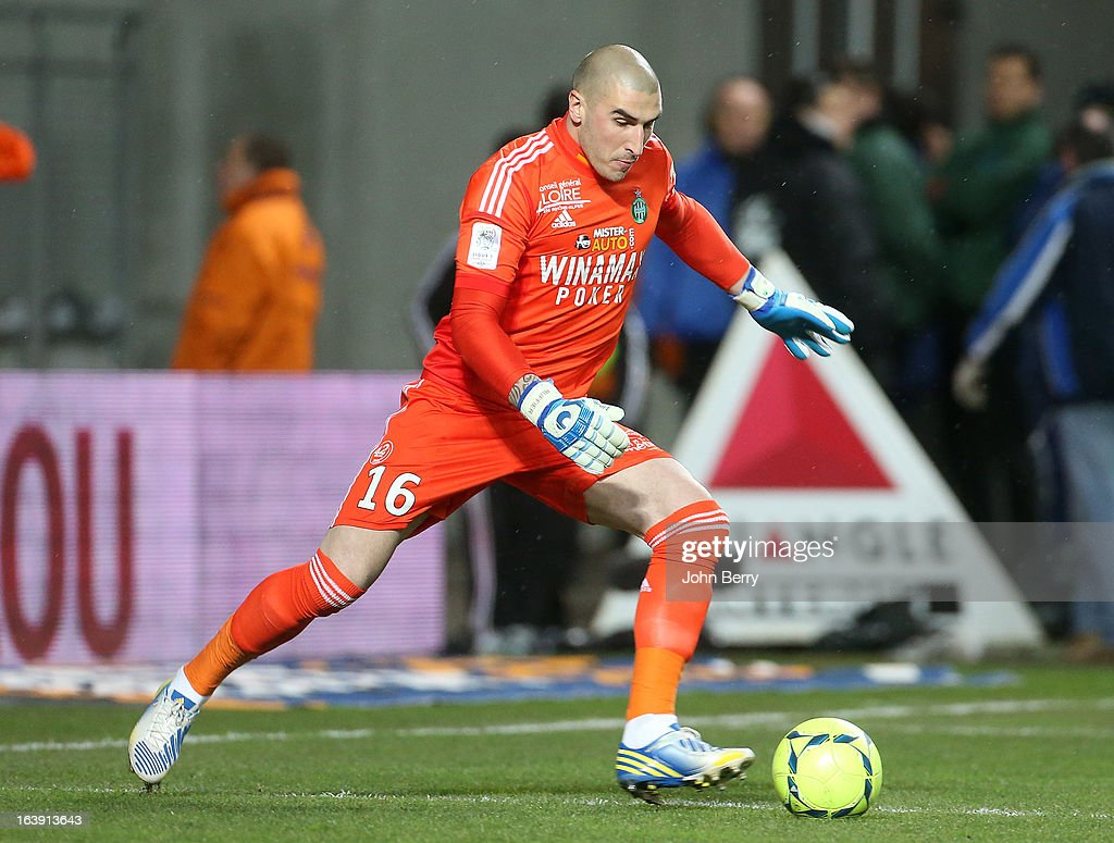 <a gi-track='captionPersonalityLinkClicked' href=/galleries/search?phrase=Stephane+Ruffier&family=editorial&specificpeople=4978820 ng-click='$event.stopPropagation()'>Stephane Ruffier</a>, goalkeeper of Saint-Etienne in action during the Ligue 1 match between AS Saint-Etienne ASSE and Paris Saint-Germain FC at the Stade Geoffroy-Guichard on March 17, 2013 in Saint-Etienne, France.