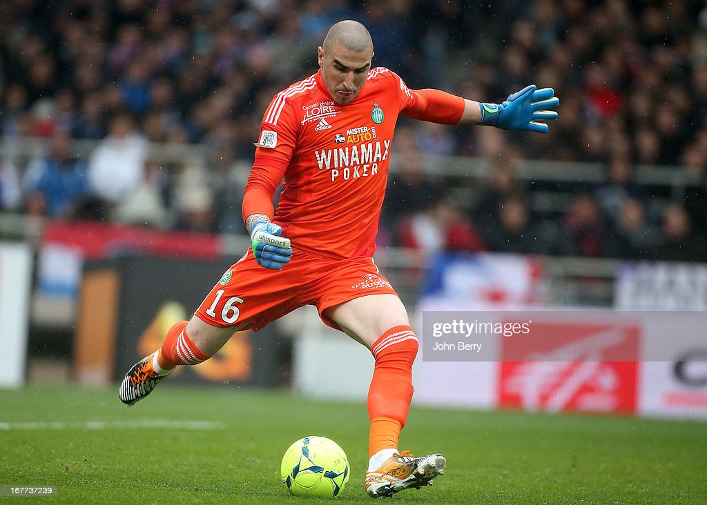 <a gi-track='captionPersonalityLinkClicked' href=/galleries/search?phrase=Stephane+Ruffier&family=editorial&specificpeople=4978820 ng-click='$event.stopPropagation()'>Stephane Ruffier</a>, goalkeeper of Saint-Etienne in action during the Ligue 1 match between Olympique Lyonnais, OL, and AS Saint-Etienne, ASSE, at the Stade Gerland on April 28, 2013 in Lyon, France.