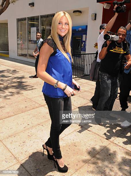 Stephanie Pratt announces new Millions Of Milkshakes location on June 23 2010 in West Hollywood California