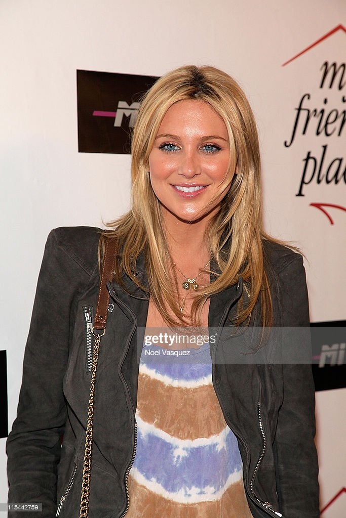 Stephanie Pratt attends the Charity Clothing Drive Benefiting 'My Friend's Place' hosted by Kelly Osbourne at Mi6 on May 26, 2010 in West Hollywood, California.