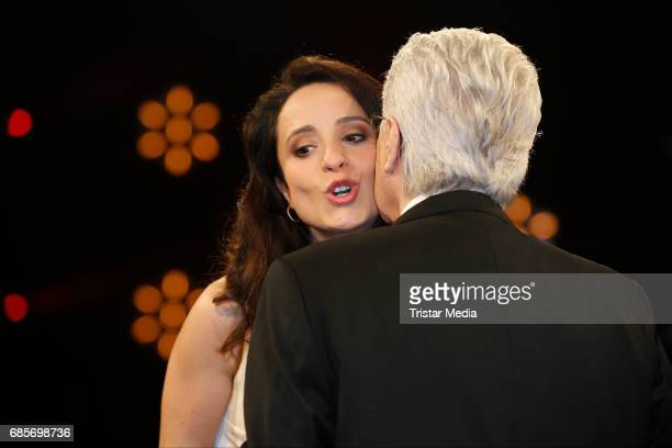 Stephanie Stumph and Frank Elstner is seen during the NDR Talk Show on May 19 2017 in Hamburg Germany