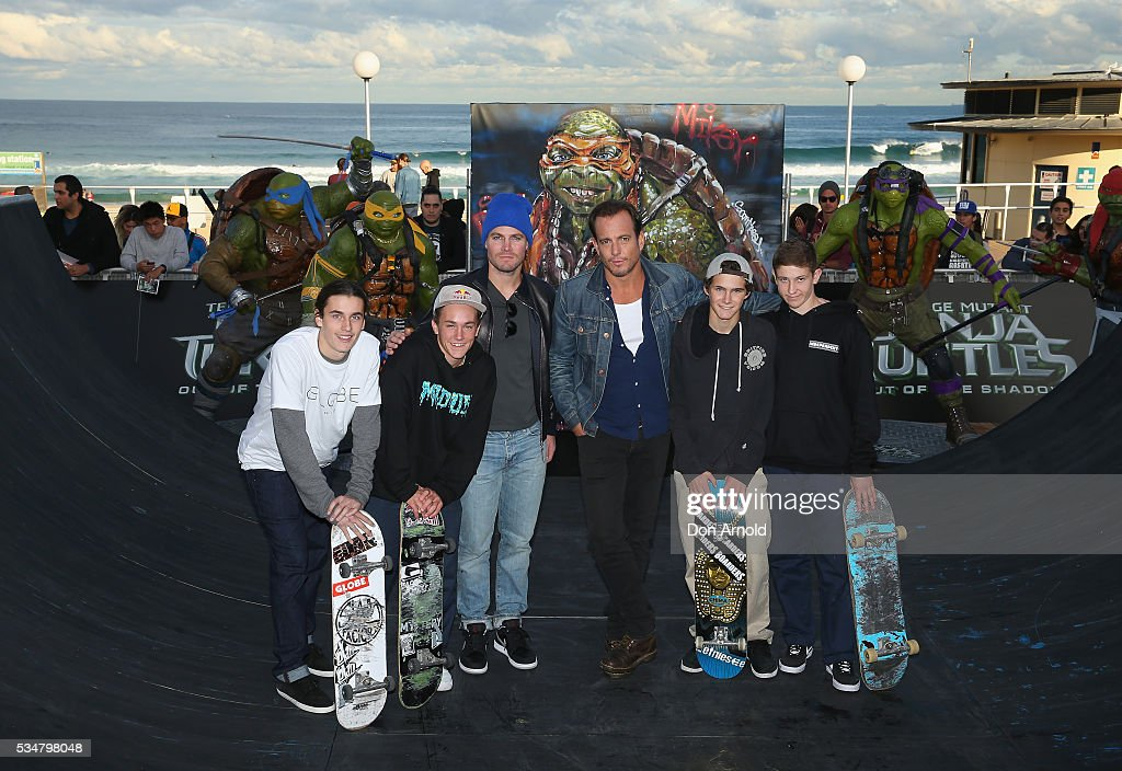 Stephen Amell and Will Arnett pose alongside skate-boarders during a photo call ahead of the Australian premiere of Teenage Mutant Ninja Turtles 2 on May 28, 2016 in Sydney, Australia.