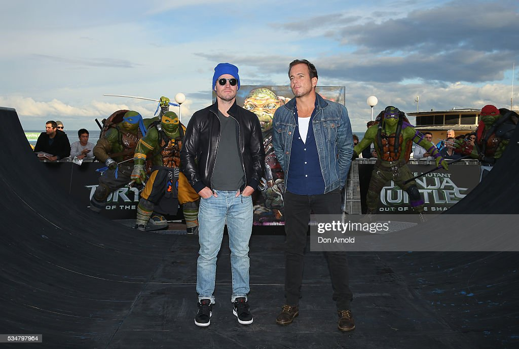 Stephen Amell and Will Arnett pose during a photo call ahead of the Australian premiere of Teenage Mutant Ninja Turtles 2 on May 28, 2016 in Sydney, Australia.