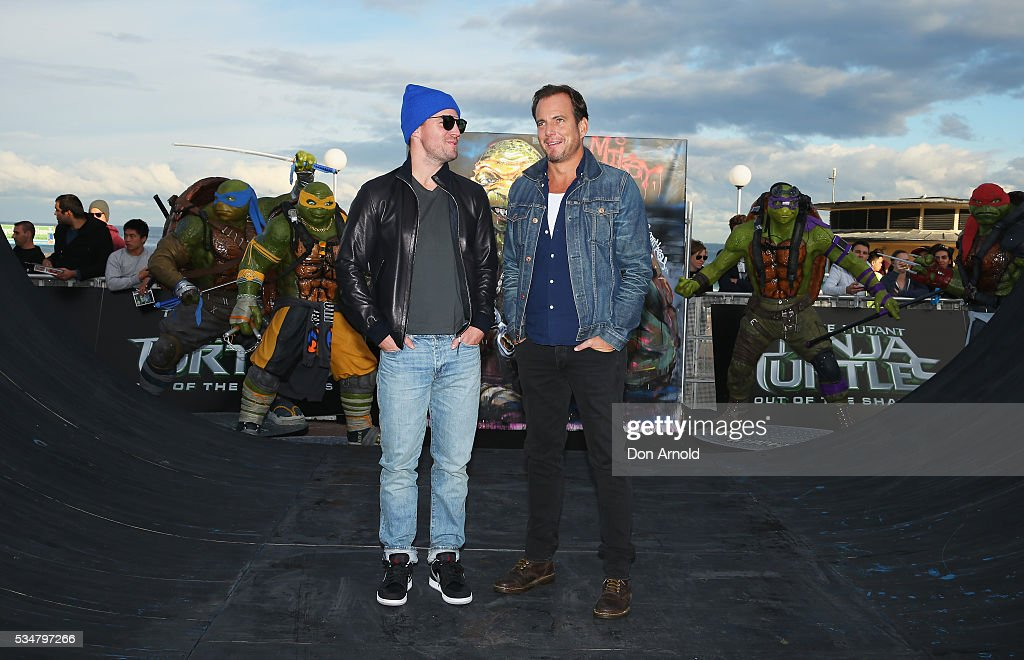 Stephen Amell and Will Arnett pose pose during a photo call ahead of the Australian premiere of Teenage Mutant Ninja Turtles 2 on May 28, 2016 in Sydney, Australia.