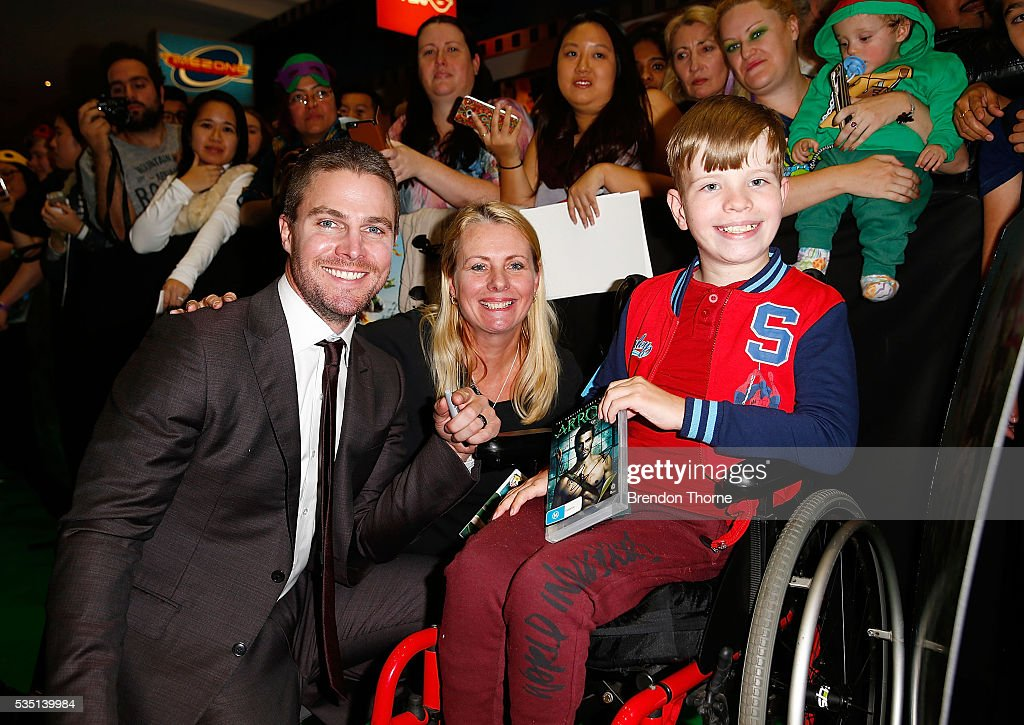 <a gi-track='captionPersonalityLinkClicked' href=/galleries/search?phrase=Stephen+Amell&family=editorial&specificpeople=4500297 ng-click='$event.stopPropagation()'>Stephen Amell</a> poses with fans ahead of the Australian premiere of Teenage Mutant Ninja Turtles 2 at Event Cinemas George Street on May 29, 2016 in Sydney, Australia.