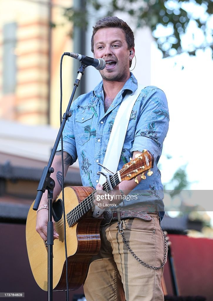 <a gi-track='captionPersonalityLinkClicked' href=/galleries/search?phrase=Stephen+Barker+Liles&family=editorial&specificpeople=6517226 ng-click='$event.stopPropagation()'>Stephen Barker Liles</a> of Love And Theft performs at The Grove on July 17, 2013 in Los Angeles, California.