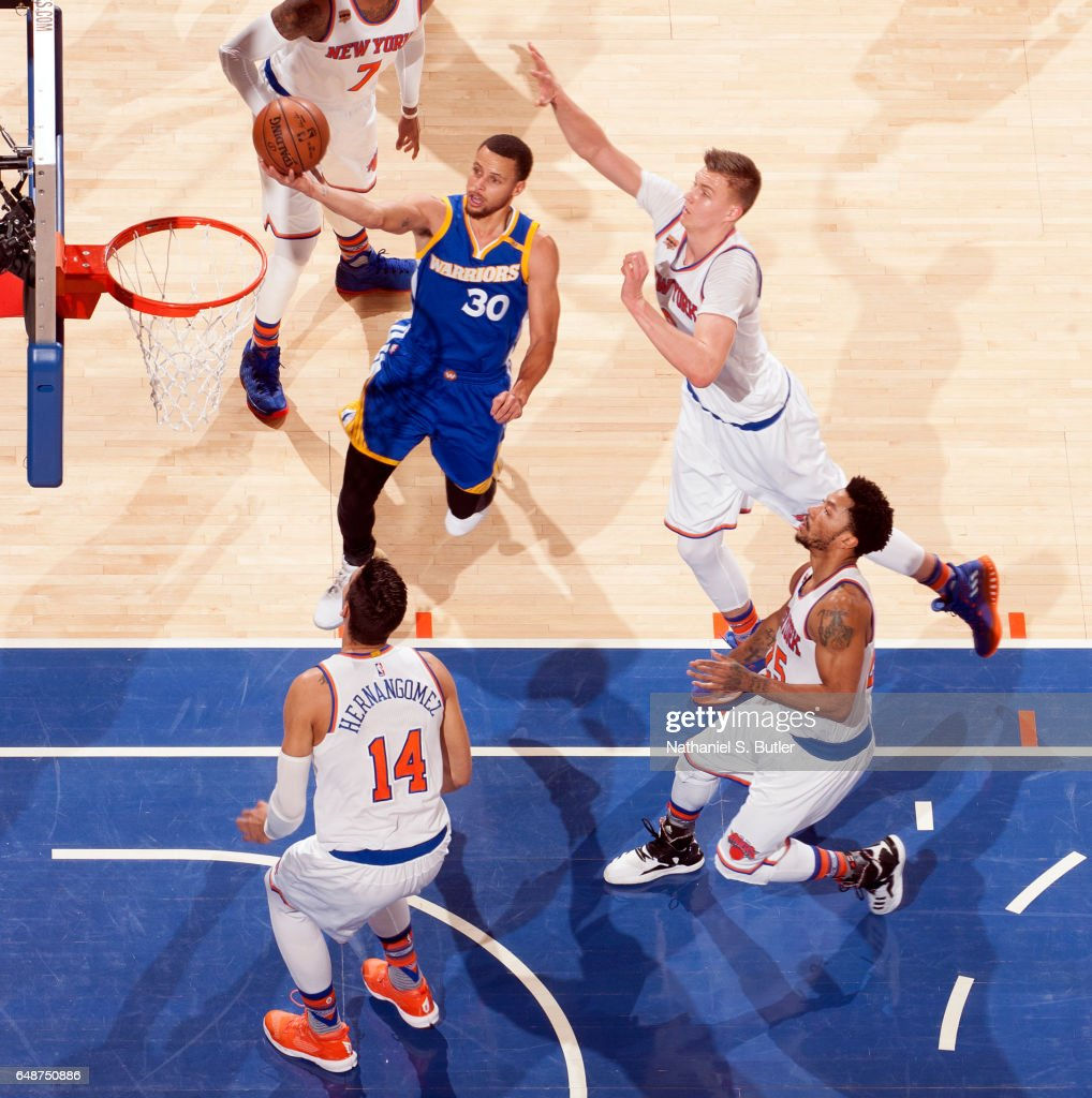 Stephen Curry #30 of the Golden State Warriors drives to the basket against the New York Knicks #27 on March 5, 2017 at Madison Square Garden in New York City, New York.