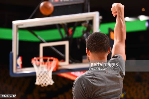 Stephen Curry of the Golden State Warriors leaves his hand in the air during warm ups before the game against the Los Angeles Clippers on January 28...
