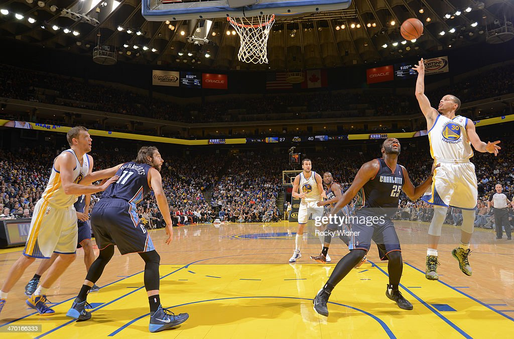 Stephen Curry #30 of the Golden State Warriors shoots against <a gi-track='captionPersonalityLinkClicked' href=/galleries/search?phrase=Al+Jefferson&family=editorial&specificpeople=201604 ng-click='$event.stopPropagation()'>Al Jefferson</a> #25 of the Charlotte Bobcats on February 4, 2014 at Oracle Arena in Oakland, California.