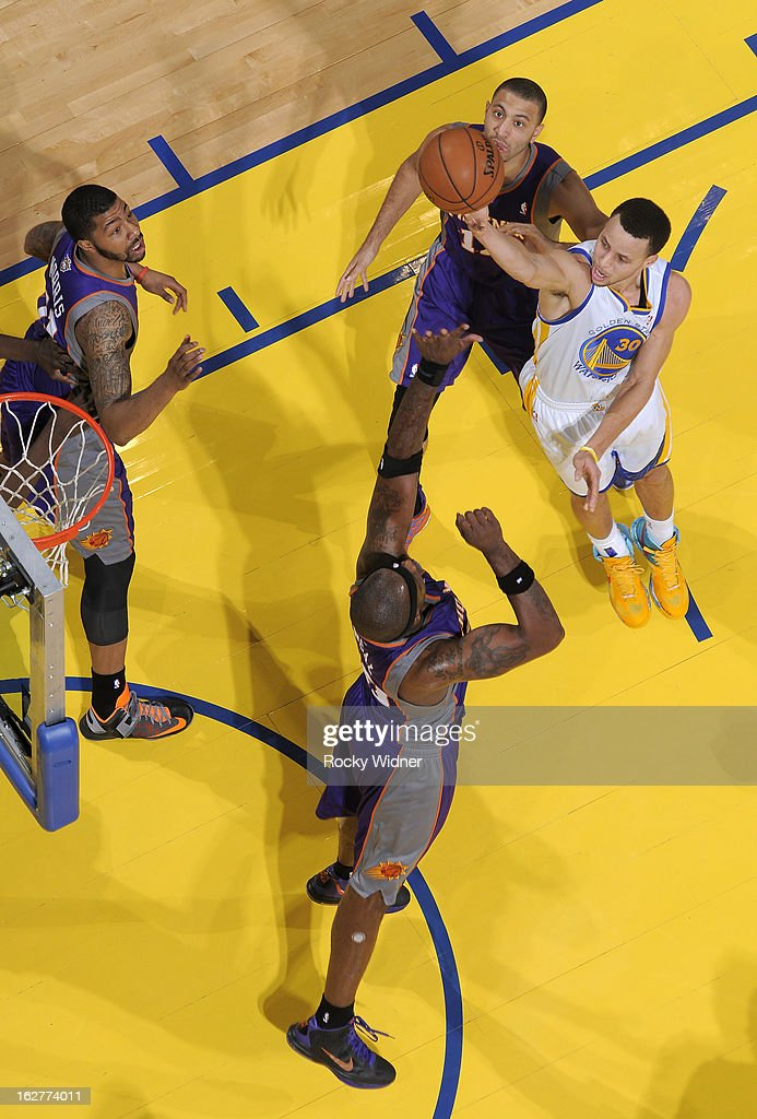Stephen Curry #30 of the Golden State Warriors shoots against <a gi-track='captionPersonalityLinkClicked' href=/galleries/search?phrase=Jermaine+O%27Neal&family=editorial&specificpeople=201524 ng-click='$event.stopPropagation()'>Jermaine O'Neal</a> #20 of the Phoenix Suns on February 20, 2013 at Oracle Arena in Oakland, California.