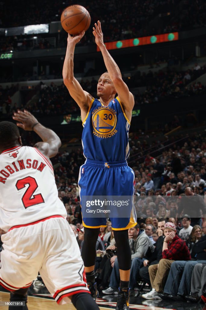 Stephen Curry #30 of the Golden State Warriors shoots against Nate Robinson #2 of the Chicago Bulls on January 25, 2012 at the United Center in Chicago, Illinois.
