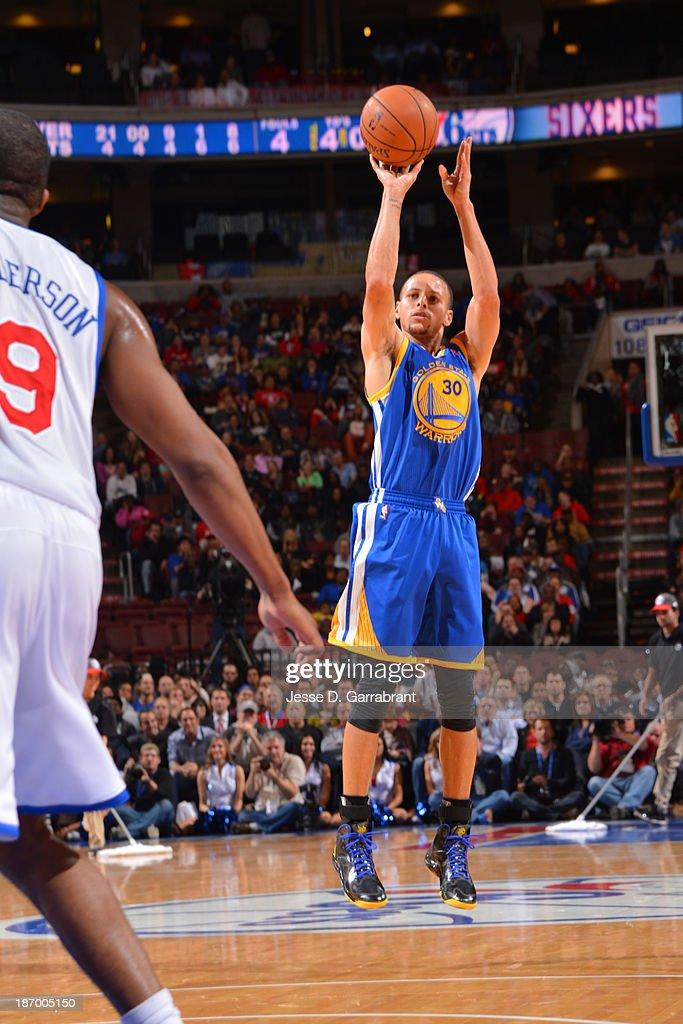 Stephen Curry #30 of the Golden State Warriors shoots against the Philadelphia 76ers at the Wells Fargo Center on November 4, 2013 in Philadelphia, Pennsylvania.
