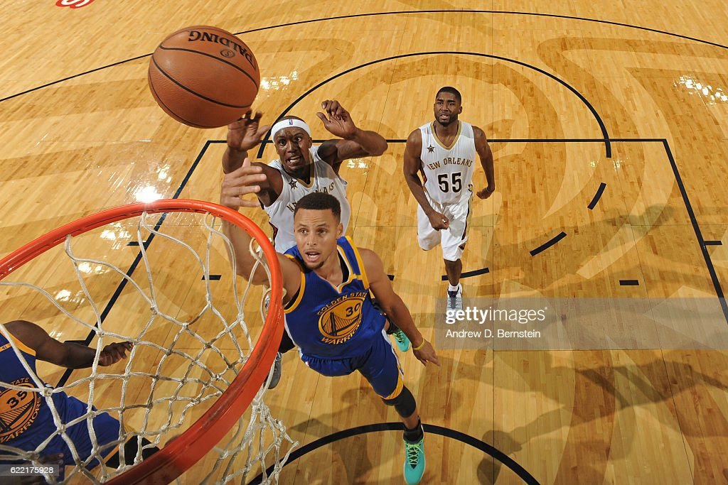 Stephen Curry #30 of the Golden State Warriors shoots the ball during a game against the New Orleans Pelicans at Smoothie King Center on October 28, 2016 in New Orleans, Louisiana.
