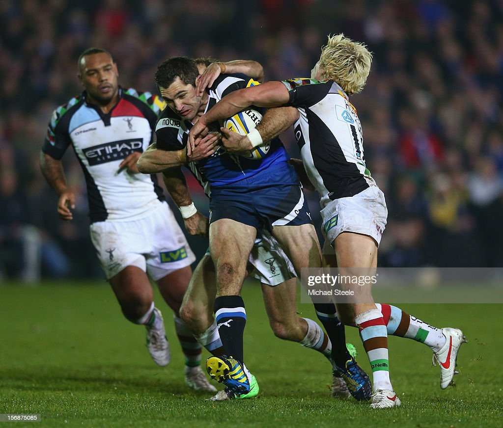 Stephen Donald (C) of Bath is held up by Matt Hopper (R) and <a gi-track='captionPersonalityLinkClicked' href=/galleries/search?phrase=Nick+Evans+-+Rugbista&family=editorial&specificpeople=724634 ng-click='$event.stopPropagation()'>Nick Evans</a> of Harlequins during the Aviva Premiership match between Bath and Harlequins at the Recreation Ground on November 23, 2012 in Bath, England.