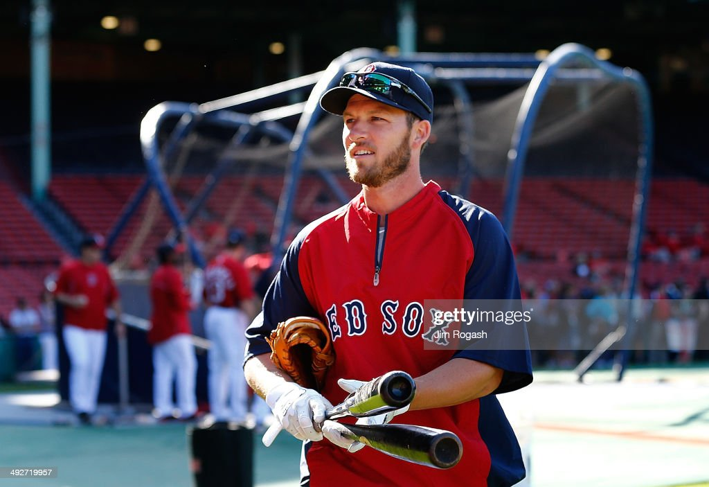 Stephen Drew #7 of the Boston Red Sox leaves the field after batting practice before a game with the Toronto Blue Jays at Fenway Park on May 21, 2014 in Boston, Massachusetts.