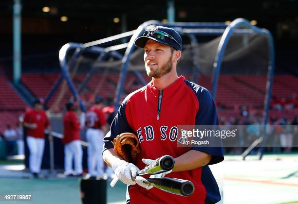 Stephen Drew of the Boston Red Sox leaves the field after batting practice before a game with the Toronto Blue Jays at Fenway Park on May 21 2014 in...