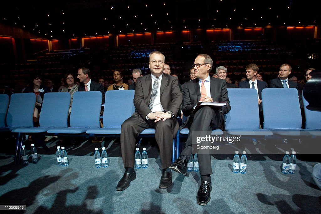 <a gi-track='captionPersonalityLinkClicked' href=/galleries/search?phrase=Stephen+Elop&family=editorial&specificpeople=7180953 ng-click='$event.stopPropagation()'>Stephen Elop</a>, chief executive officer of Nokia Oyj, left, sits with <a gi-track='captionPersonalityLinkClicked' href=/galleries/search?phrase=Jorma+Ollila&family=editorial&specificpeople=619838 ng-click='$event.stopPropagation()'>Jorma Ollila</a>, chairman of Nokia Oyj, right, during the company's annual general meeting in Helsinki, Finland, on Tuesday, May 3, 2011. Nokia is shifting its smartphone production to Microsoft Windows Phone 7 devices and phasing out handsets based on its own Symbian software. Photographer: Henrik Kettunen/Bloomberg via Getty Images