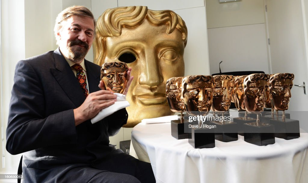 <a gi-track='captionPersonalityLinkClicked' href=/galleries/search?phrase=Stephen+Fry&family=editorial&specificpeople=210809 ng-click='$event.stopPropagation()'>Stephen Fry</a> poses for a photocall to buff the masks ahead of hosting the EE British Academy Film Awards 2013 at BAFTA on January 4, 2013 in London, England.