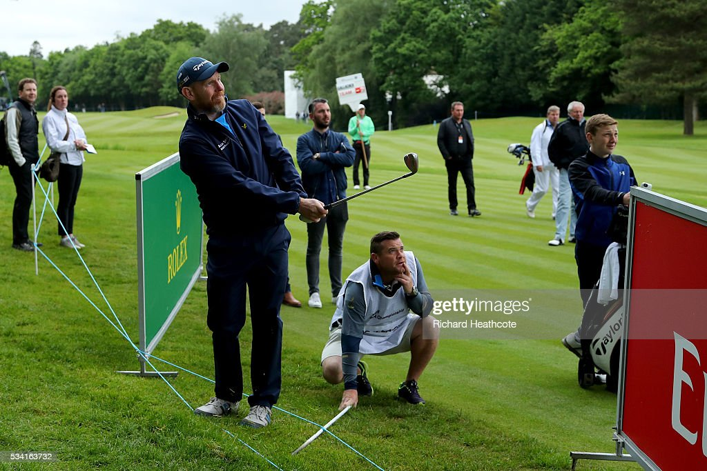 <a gi-track='captionPersonalityLinkClicked' href=/galleries/search?phrase=Stephen+Gallacher&family=editorial&specificpeople=215277 ng-click='$event.stopPropagation()'>Stephen Gallacher</a> of Scotland chips during the Pro-Am prior to the BMW PGA Championship at Wentworth on May 25, 2016 in Virginia Water, England.