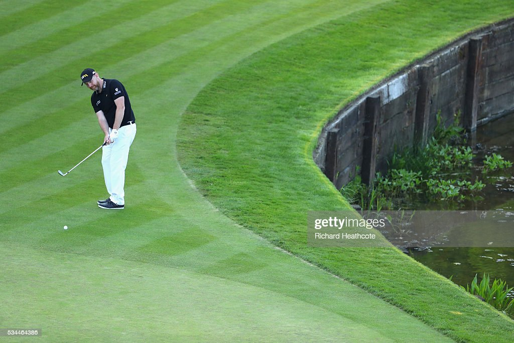 <a gi-track='captionPersonalityLinkClicked' href=/galleries/search?phrase=Stephen+Gallacher&family=editorial&specificpeople=215277 ng-click='$event.stopPropagation()'>Stephen Gallacher</a> of Scotland chips on to the 18th green during day one of the BMW PGA Championship at Wentworth on May 26, 2016 in Virginia Water, England.