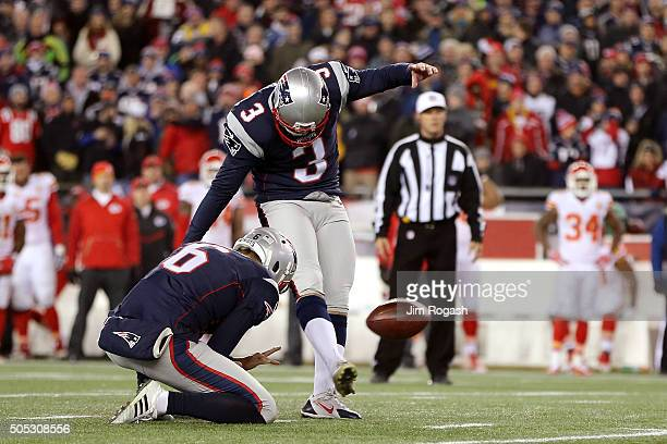 Stephen Gostkowski of the New England Patriots kicks a 32 yard field goal in the fourth quarter against the Kansas City Chiefs during the AFC...