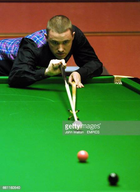 Stephen Hendry lines up a long pink as he goes into the mid session interval with a 31 lead