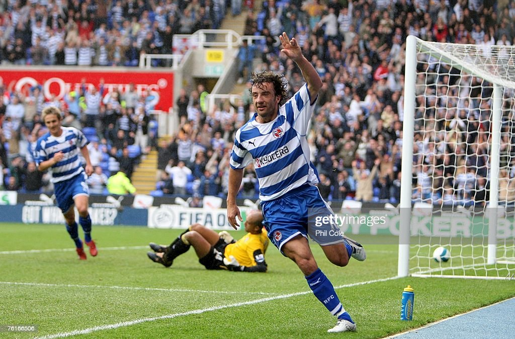 Stephen Hunt of Reading opens the scoring during the Barclays Premier League match between Reading and Everton at the Madejski Stadium on August 18...