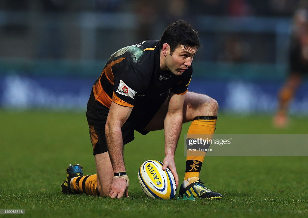 Stephen Jones of London Wasps sets up a conversion kick during the Aviva Premiership match between London Wasps and Bath at Adams Park on January 6, 2013 in High Wycombe, England.