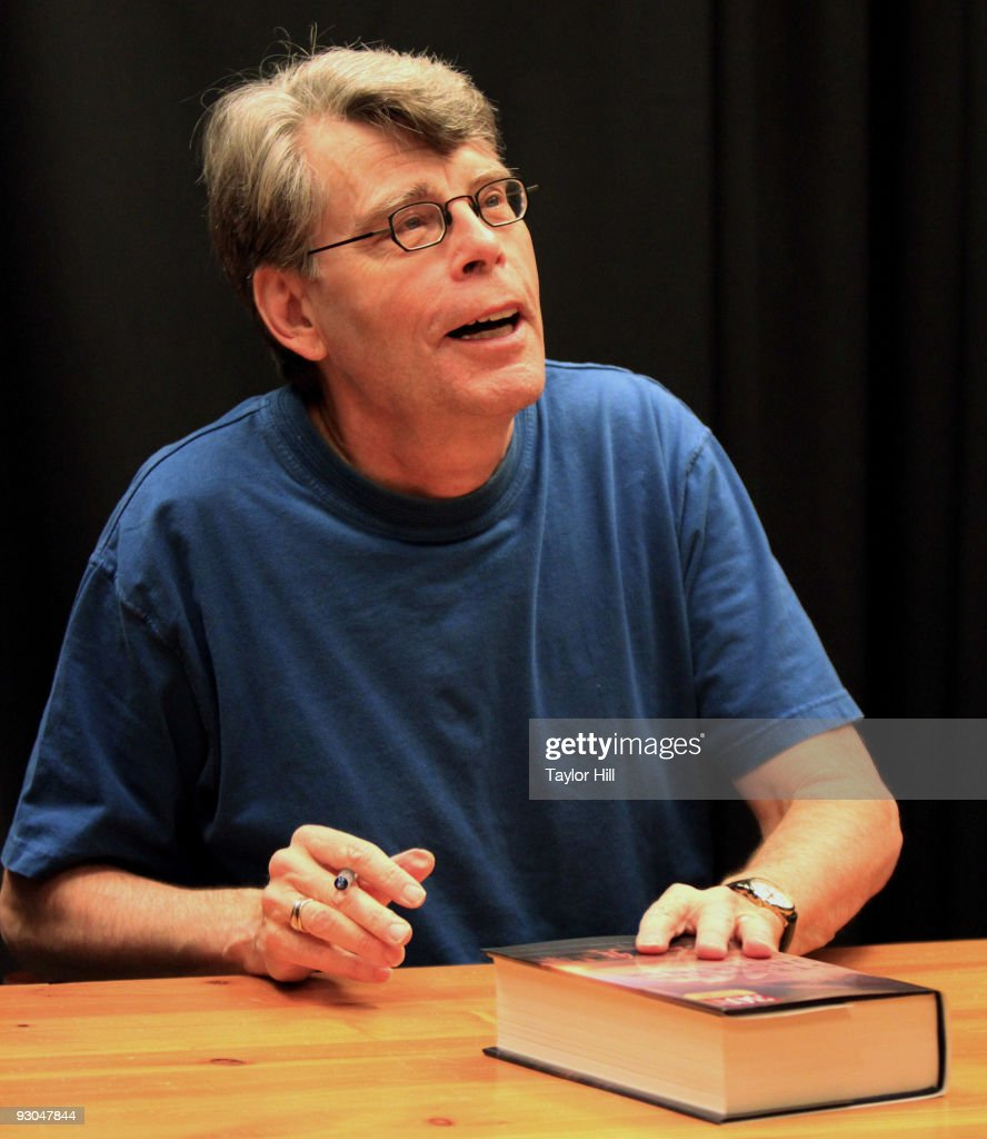 Stephen King promotes 'Under the Dome' at Barnes & Noble Buckhead on November 13, 2009 in Atlanta, Georgia.