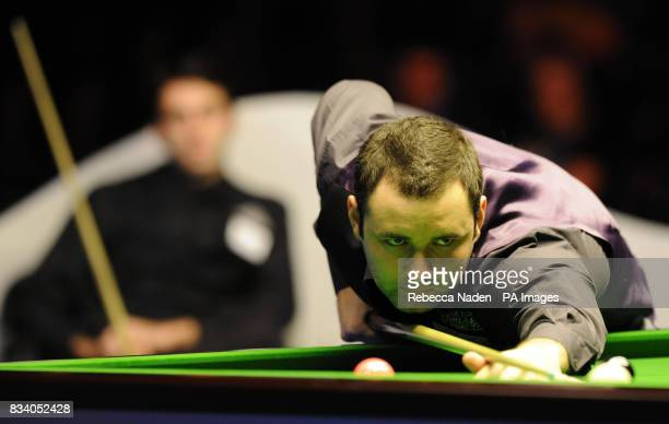 Stephen Maguire in action during the SAGA Insurance Masters at Wembley Arena London