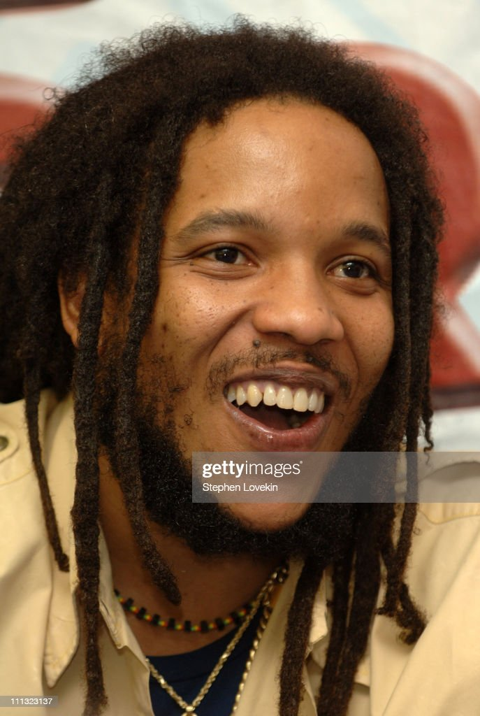 Stephen Marley Performance and CD Signing at J and R Music World