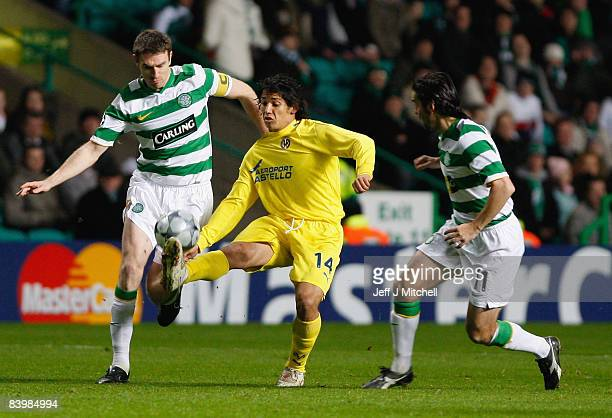 Stephen McManus and Paul Hartley of Celtic challenge Mati Fernandez of Villarreal during the Champions League match between Celtic and Villarreal at...